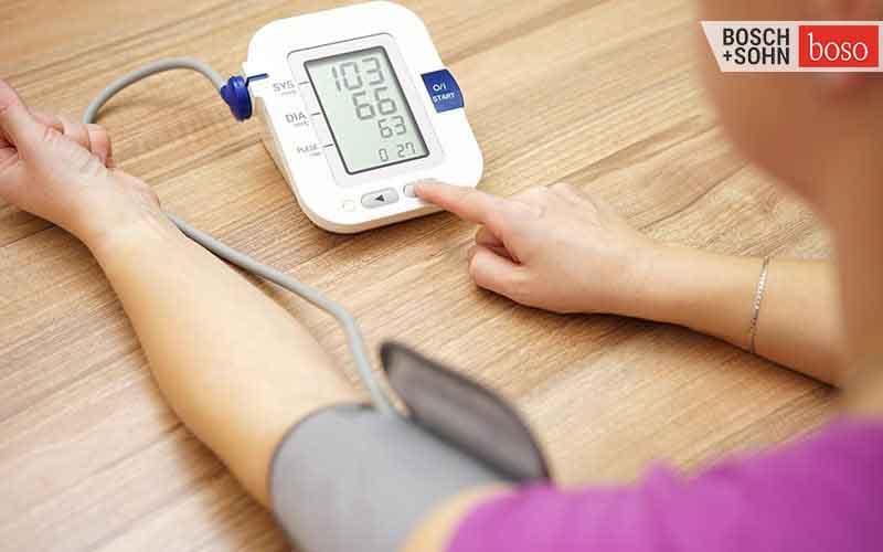 Theo dõi huyết áp thường xuyên giúp kịp thời ngăn ngừa đột quỵ